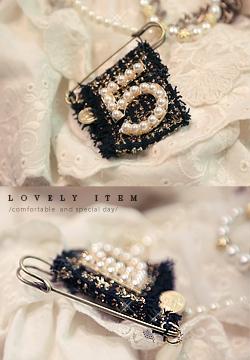 19480 - no.5 Tweed brooch