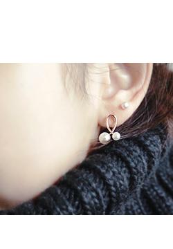 21 797-loop pearl earring