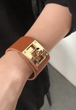 24632 - Cowhide buckle bracelet